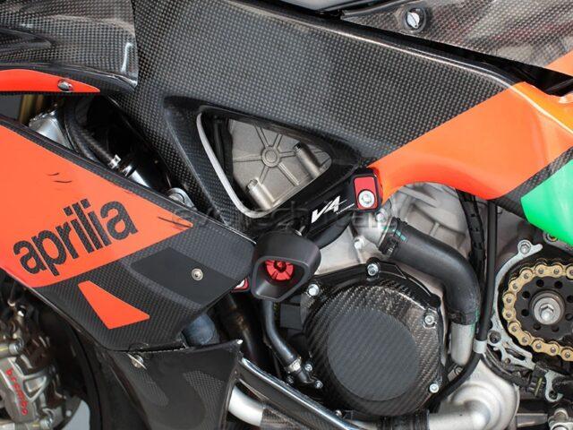 APRILIJA RSV4  štitnik defender klizač motocikla 01